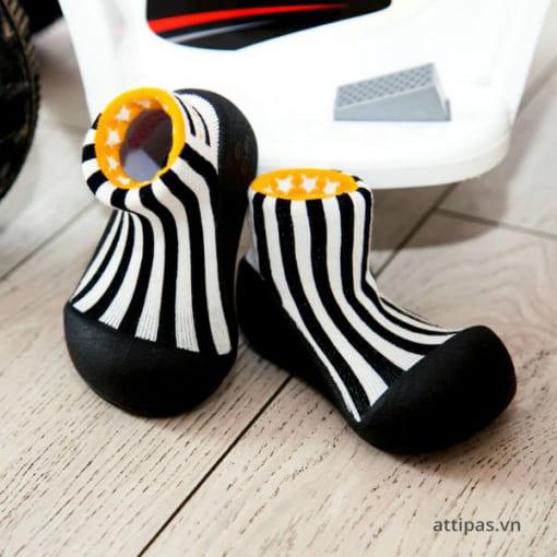 Giầy tập đi Attipas Little Star Black - giày cho bé tập đi, giầy xinh cho bé trai 1 tuổi