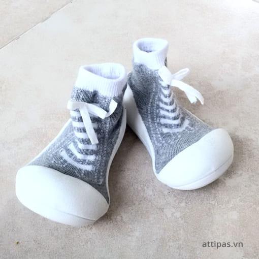 Tác hại khi trẻ đi giày không phù hợp - Hướng dẫn mua giày cho bé